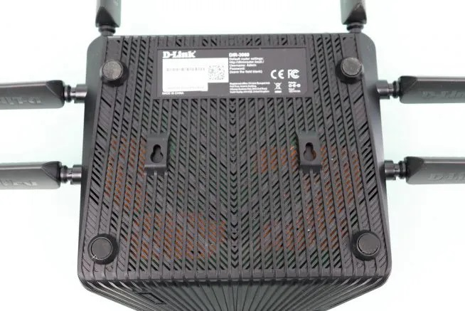 D-Link-3060-EXO-AC3000-Smart-Mesh-lower-area